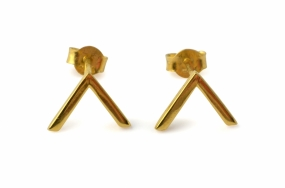 Strict Simple V Earring Gold