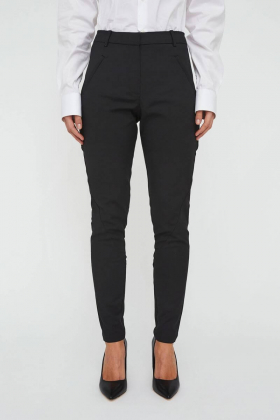 Angelie Pant, Black